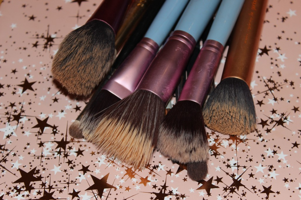 Top 10 Essential Makeup Brush main