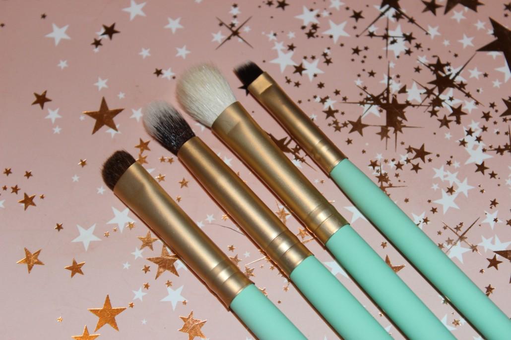 Nima Brush Girls On Tour Travel Set Adorn.ie Brushes Close Up eye brushes